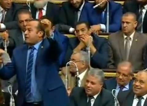 """نائب يمدح السيسي بأبيات شعر خلال أدائه """"اليمين الدستورية"""" بمجلس النواب"""