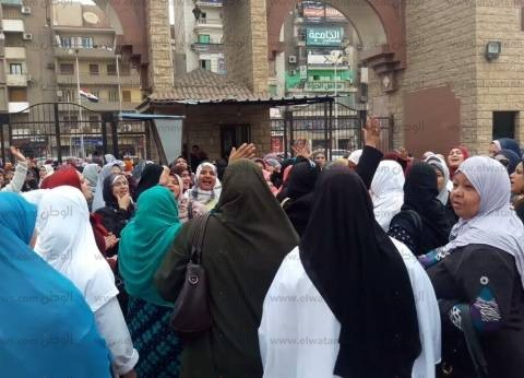 بالصور| تواصل اعتصام عشرات الممرضات في مستشفى طنطا الجامعي