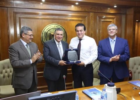 عبدالغفار يشدد على توحيد خطة البحث العلمي وربطها بتنمية الدولة