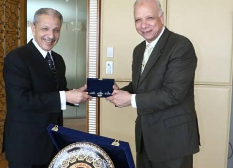 """محافظ القاهرة يهنئ """"القطان"""" على منصبه الجديد بالحكومة السعودية"""