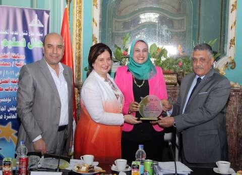 """جامعة عين شمس تكرم الفائزين في مسابقة """"أفضل كلية ومركز بخدمة المجتمع"""""""