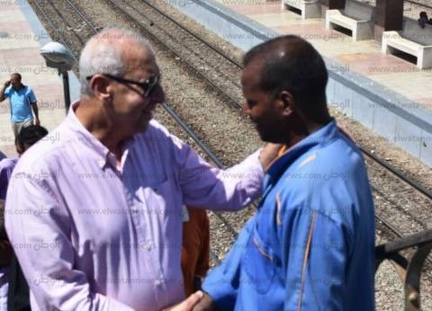 محافظ أسوان يتفقد محطات السكة الحديد لمتابعة جاهزيتها خلال العيد
