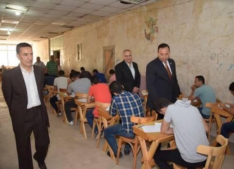 رئيس جامعة المنوفية يتابع امتحانات كلية الزراعة