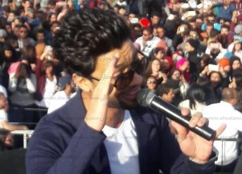 """أحمد جمال ينشر صورته مع اللاعب محمد صلاح: """"شكرا على حفاوة الاستقبال"""""""
