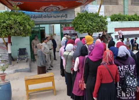 تزايد المواطنين على لجان التصويت في الاستفتاء بالبدرشين والصف