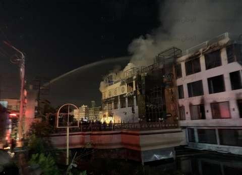 """عاجل  16 سيارة إطفاء لإخماد حريق """"مطعم ومركب المنصورة"""""""