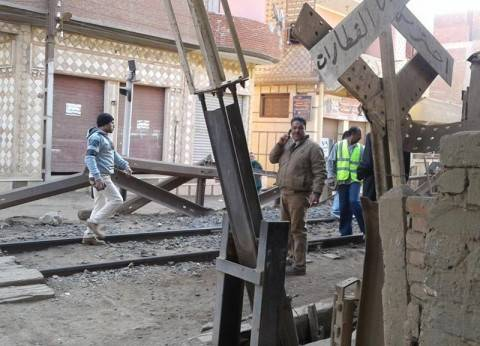 """إغلاق 10 معابر عشوائية بشريط السكة الحديد في """"تلا"""" بالمنوفية"""