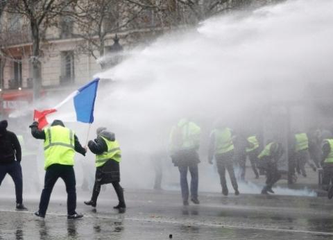 عاجل  الأمن الفرنسي يحاول منع المتظاهرين من الوصول لقصر الإليزيه