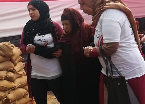 """سيدة عمرها 87 عاما تحضر مع حفيدتها للتصويت بالاستفتاء: """"عشان المستقبل"""""""
