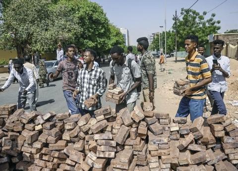 السودان: «البرهان» رئيساً لـ«السيادى المشترك».. واستقالة 3 عسكريين