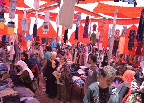 """جامعة بني سويف تطلق """"القرية"""" بافتتاح معرض يضم 10 آلاف قطعة للملابس"""