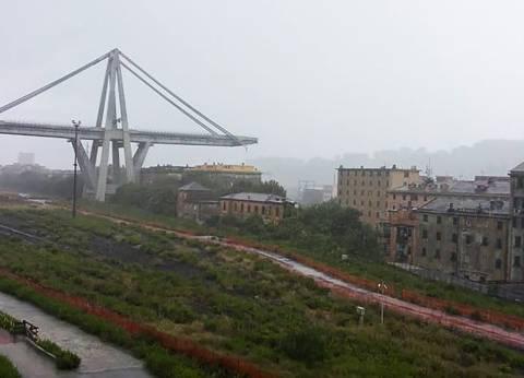 عاجل| مصرع العشرات في انهيار جسر بمدينة جنوة بإيطاليا