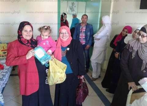 """""""أحباء مصر"""" تقدم هدايا للأطفال في مستشفي العريش العام"""
