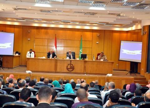 محافظ القليوبية يطرد مسئولين تأخروا عن اجتماع المجلس التنفيذي