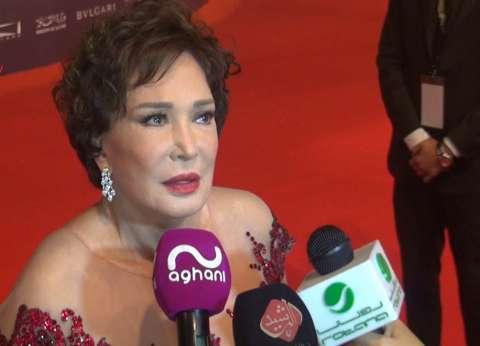 بالفيديو| لبلبة تبكي في مهرجان القاهرة السينمائي