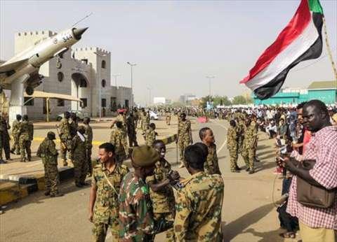 المجلس العسكري الانتقالي في السودان ينظر في استقالة 3 من أعضائه