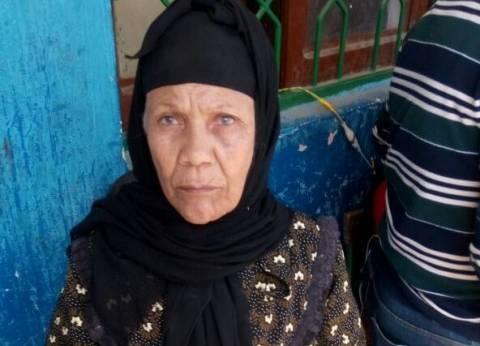 """بالأشعار.. """"بائعة ثوم"""" مسنة تحث المواطنين على المشاركة في الانتخابات"""