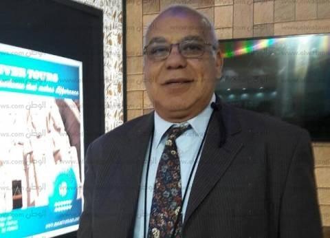 """خبير ينتقد تجاهل """"السياحة"""" لزيارة المطرب الأمريكي """"آشر"""" إلى مصر"""