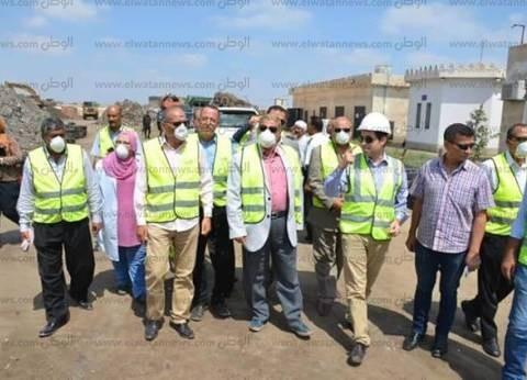 بالصور| محافظ الإسماعيلية يتفقد مصنع تدوير القمامة بمنطقة أبو بلح