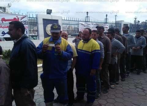 توافد العشرات من المغتربين بالهيئة العامة لميناء الإسكندرية للاستفتاء