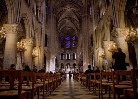تتويج نابليون وإكليل الأشواك.. 8 أحداث مهمة وقعت في كاتدرائية نوتردام