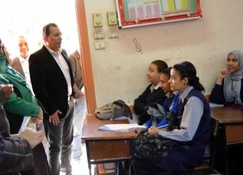 محافظ الأقصر يتفقد عددا من المدارس