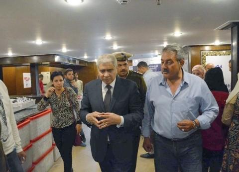 محافظ المنيا يتابع الخدمات الطبية المقدمة بالمستشفى الخيري العائم