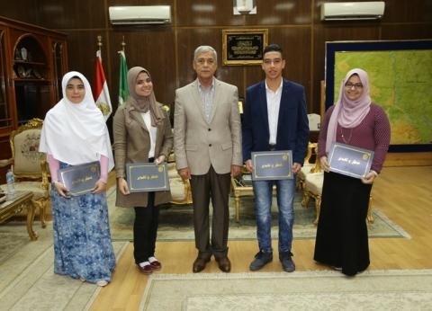 محافظ المنوفية يكرم المشاركين بمعرض القاهرة الدولي الخامس للابتكار