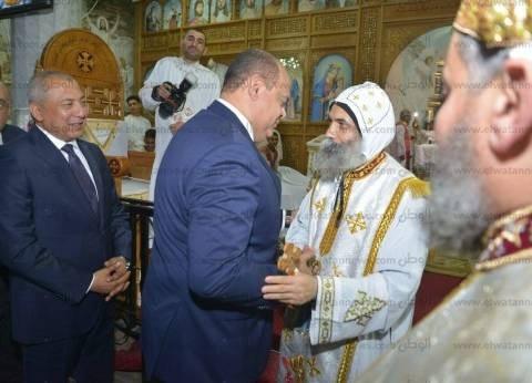 محافظ مطروح يشارك الأقباط احتفالهم بعيد القيامة بكنيسة العذراء