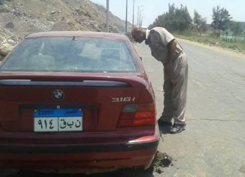 """أمن القليوبية ينتشل سيارة غارقة بترعة الإسماعيلية في """"الخانكة"""""""