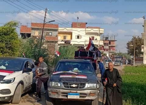 سيارات نقل وكلمة مسجلة.. نائب المرج يدعو المواطنين للمشاركة بالاستفتاء