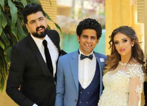 بالفيديو  حمدي الميرغني يحتضن إسراء عبد الفتاح بعد عقد قرانهما