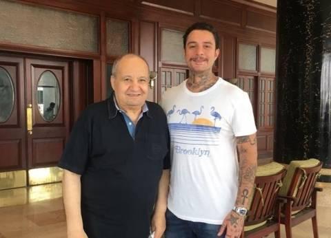 """أحمد الفيشاوي ينشر صورة مع وحيد حامد: """"صديقي الأسطورة"""""""