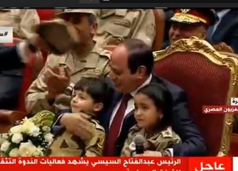 بالفيديو  لقاءات السيسي وأبناء الشهداء: دموع ووصية وتحية عسكرية