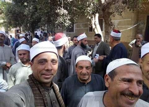 أئمة الأوقاف يحتشدون أمام لجان البحيرة للتصويت