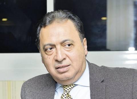 عاجل| وزير الصحة يشارك في علاج مصابي حادث المنيا الإرهابي بمعهد ناصر