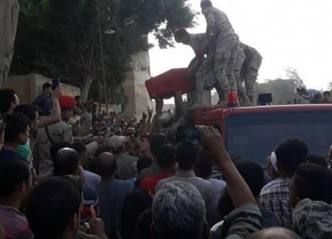 """بالصور  تشييع جثمان الشهيد أحمد رضا  بـ""""الزغاريد"""" في القليوبية"""