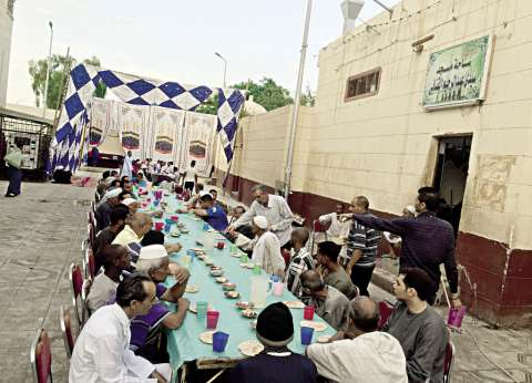 ساحة «القنائى»: الإفطار للفقراء والأغنياء.. «مدد يا قناوى»