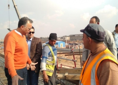 بالصور| وزير النقل يجري جولة تفقدية مفاجئة بمحطة عدلي منصور