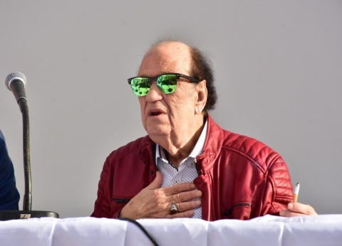 حسن حسني: تكريم الفنان بعد وفاته لا قيمة له