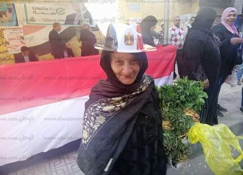 """""""نعيمة"""" تجوب لجان مصر الجديدة لبيع النعناع: """"بكسب 17 جنيه.. فضل ونعمة"""""""
