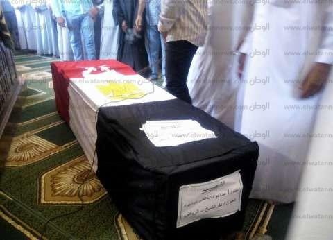 بالصور| الآلاف يشيعون جثمان شهيد كفر الشيخ في رفح
