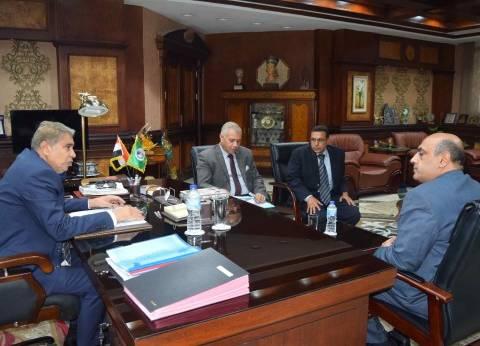 محافظ المنيا يوجه رؤساء المراكز الجدد بتلبية احتياجات المواطنين