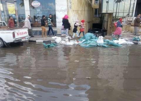 """محافظ الإسكندرية بالإنابة يعقد اجتماعا مع """"المنطقة الشمالية"""" لمواجهة نوات الأمطار"""