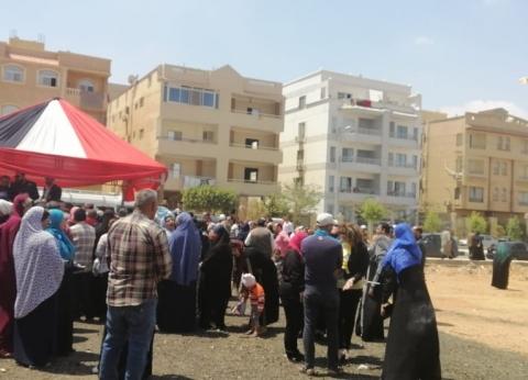 صور| إقبال كبير من المواطنين على لجنة مدرسة نبوية موسى في الشروق