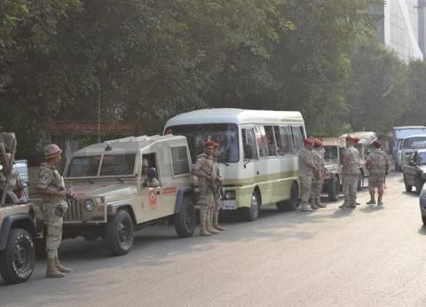 بأغان وطنية.. سيارات الجيش تجوب شوارع الهرم لحث الناخبين على المشاركة بالانتخابات