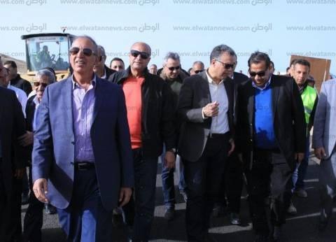"""وزير النقل يتفقد أعمال تطوير """"الدائري الأوسطي"""" بالبحر الأحمر"""