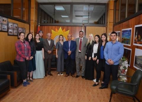 بالصور| رئيس جامعة أسيوط يلتقى وفد طلابى من جامعة بيتاجورسيك الروسية