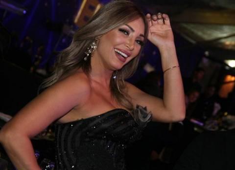 """سهام جلال تنشر صورتها مع فريق مسرحية """"العيال رجعت"""": """"كنتم هايلين"""""""
