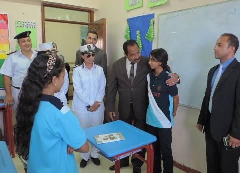 مدير أمن الإسكندرية يلتقي أبناء شهداء الشرطة في مدارسهم